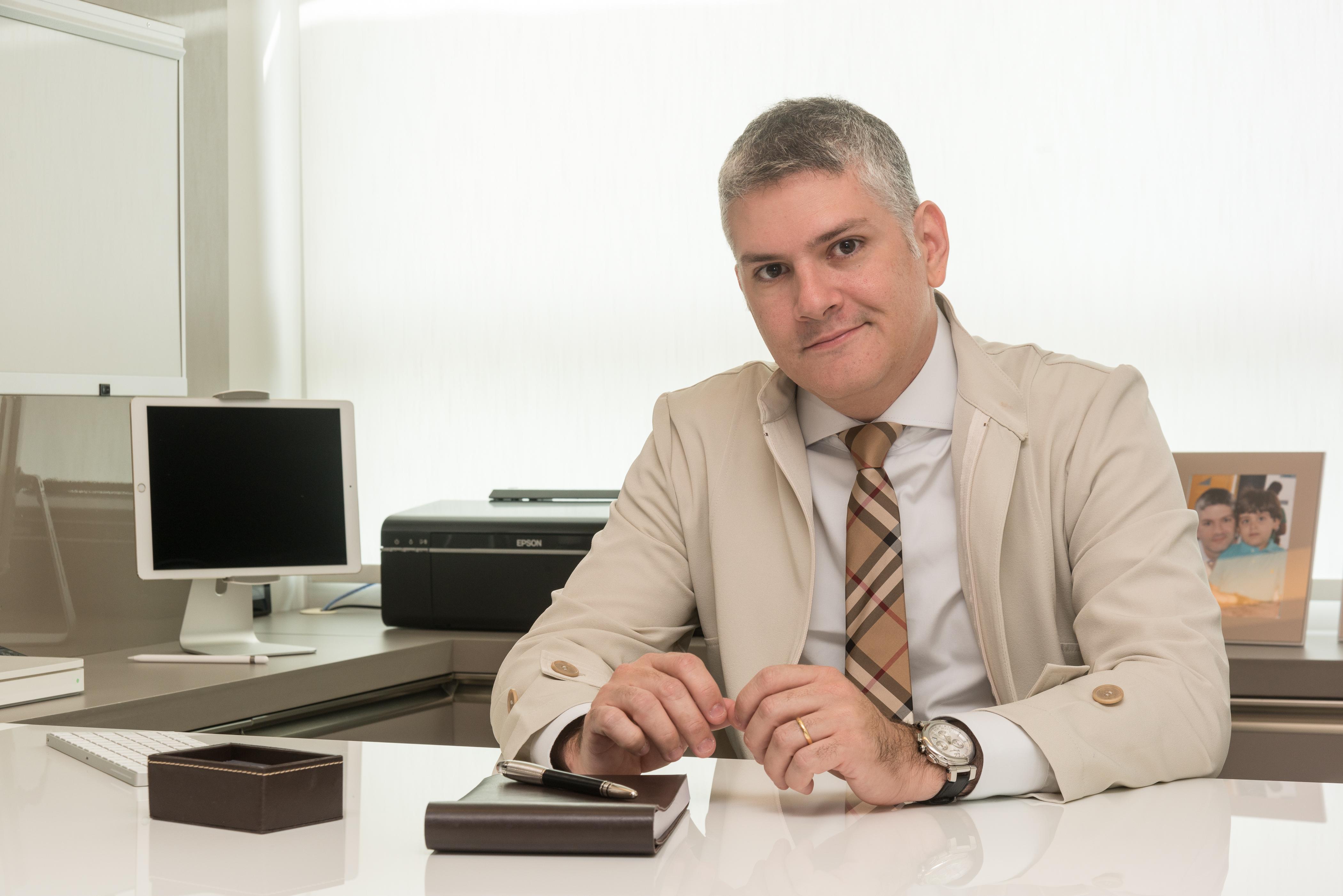 Dr Milton Rocha Cirurgião Plástico em Recife